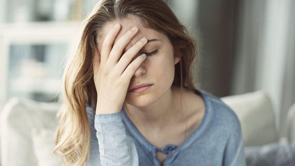علت سرگیجه هنگام بلندشدن